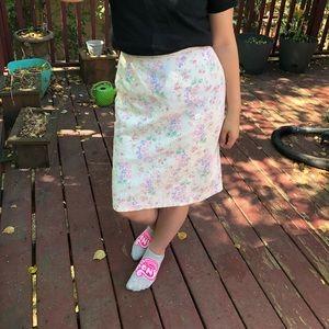 Dresses & Skirts - WHITE CORDUROY ZIP UP VINTAGE FLORAL SKIRT